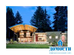 Дом с арочной деревянной крышей