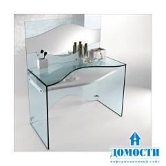 Прозрачный стеклянный стол