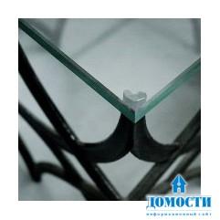 Обнесенный оградой кофейный столик