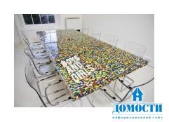 Стол для переговоров, собранный из конструктора LEGO