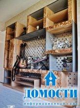 Коллекционный шкаф из массива