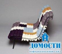Мозаичное кресло на решетке