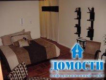 Практичная спальня в гостиной