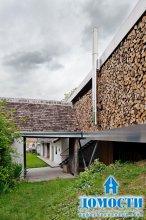 Зарытый дом с парящими пристройками