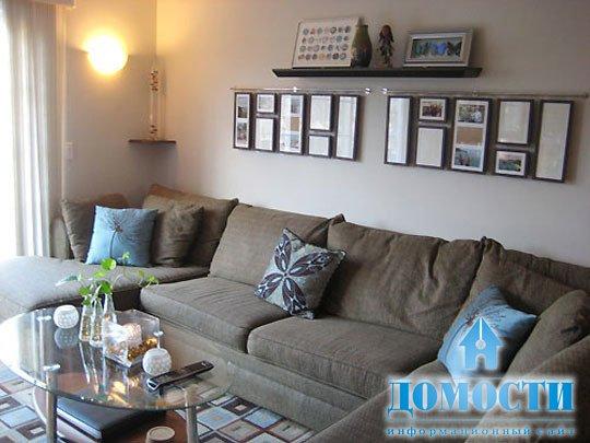 Прямой диван в интерьере маленькой гостиной фото