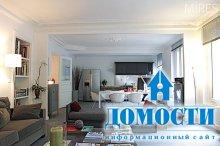 Яркая квартира с серой мебелью