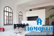 Яркий минималистический дизайн гостиной