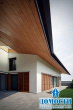 Итальянский дом с деревянной отделкой