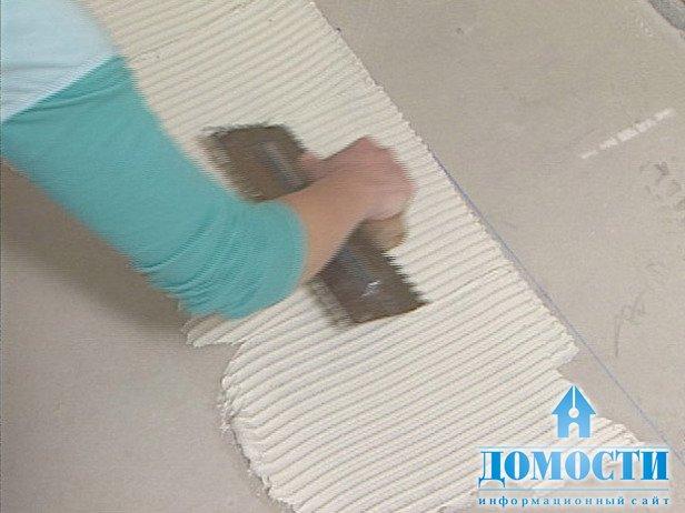 Как положить плитку мозаику своими руками видео