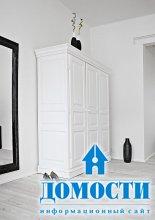 Черно-белая двухуровневая квартира