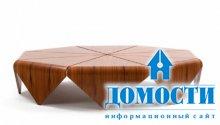 Стол с деревянными лепестками