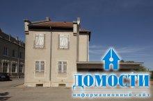 Преобразующий фасад обычного дома