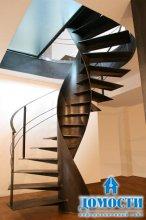 Винтовая лестница из цельного металла