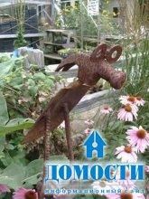 Скульптуры из ржавого садового инвентаря