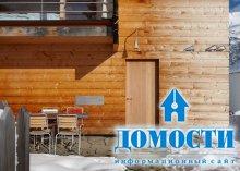 Деревянные домики у подножья гор