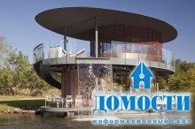Дом-лодка с водопадом