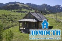 Деревянное ранчо среди гор
