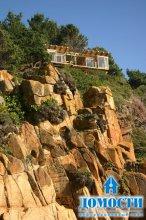 Великолепный дом на скале