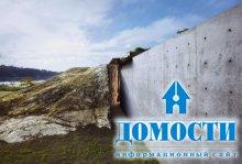 Бетонная крепость среди скал