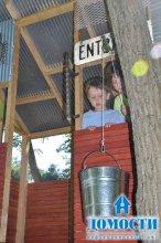 Детский шалаш во дворе