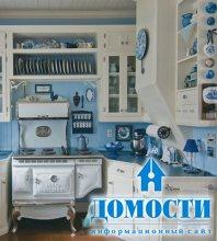 Сине-белая дачная кухня