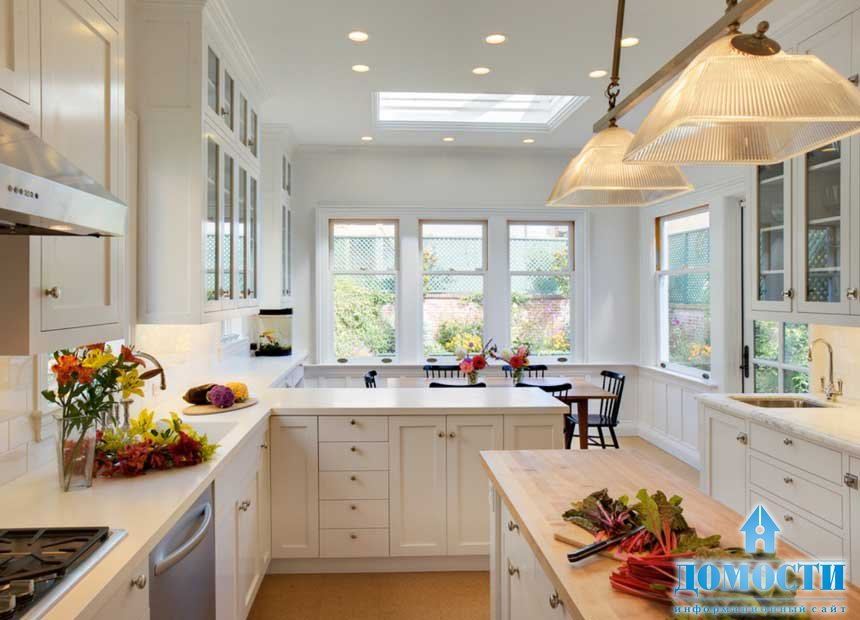 интерьер белой кухни видео