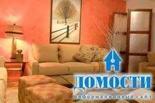 Подушки, украшающие диван