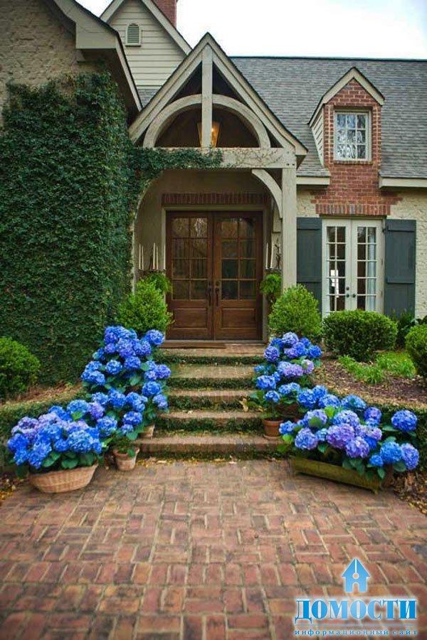 Ландшафтный дизайн при входе в дом