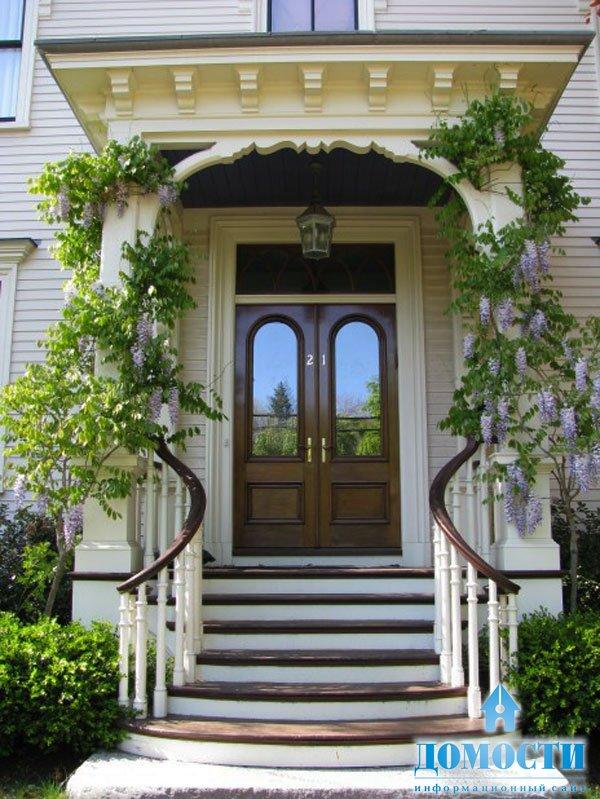 оформление входной двери в коттедж
