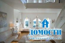 Готический дом в бело-кремовых тонах